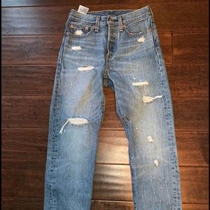 Selling a pair of new Levi's, size 24!